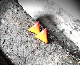Náušnice - Trojuholníčky 10 mm dúhové (žlto-oranžové) - 6101272_