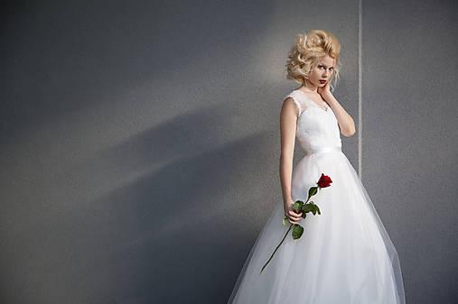 Svadobné šaty s tylovou sukňou do A