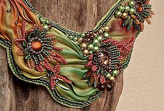 Náhrdelníky - Vyšívaný náhrdelník z hodvábu v prírodných tónoch - 6099666_