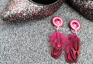 Náušnice - ružové náušnice s pierkami - 6112098_