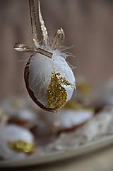 Dekorácie - Oriešok zlaté períčko - 6111925_