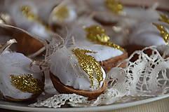 Dekorácie - Oriešok zlaté períčko - 6111940_