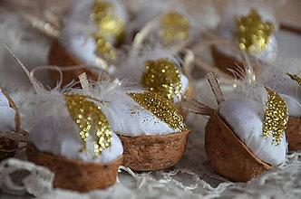 Dekorácie - Oriešok zlaté períčko - 6111941_