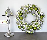 Adventný veniec z vianočných gulí (Zelená)