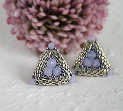 Náušnice - Trojuholníkové napichovačky so Swarovski korálkami ružové - 6130356_