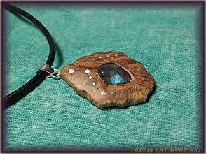 Náhrdelníky - 440. Drevený náhrdelník LABRADORIT - OLIVOVNÍK - 6132472_
