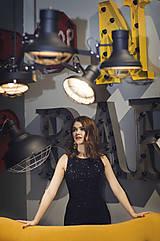 Šaty - Elegantné zamatové šaty s trblietkami, čierne - 6136634_