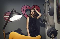 Šaty - Elegantné zamatové šaty s trblietkami, čierne - 6136639_
