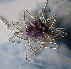 Náhrdelníky - Lotosový kvet - náhrdelník z postriebreného drôtu - 6143289_