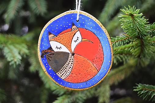Dekorácie - Závesná drevená dekorácia - spiaca líška - 6150830_