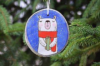 Dekorácie - Závesná drevená dekorácia - medvedík - 6150828_