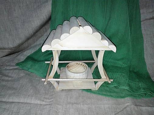 drevené vtáčie krmítko