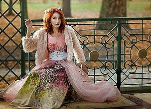 Šaty - šípková Ruženka - maľba na spoločenských šatách - 6156087_