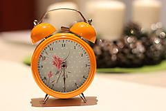 - Oranžový budík s kvetinkami, bodkami a ciferníkom - 6174430_