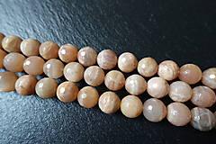 Minerály - Mesačný kameň lososový AB fazetovaný 10mm - 6177686_
