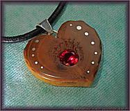 Náhrdelníky - 460. Drevený náhrdelník  SRDIENKO SLIVKA - RUBÍN - 6179374_