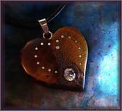 Náhrdelníky - 463. Drevený náhrdelník  SRDIENKO SLIVKA - Zirkon - 6179393_