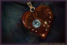 Náhrdelníky - 469. Drevený náhrdelník SRDIENKO - SLIVKA - Aquamarín - 6181392_