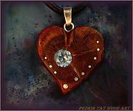 Náhrdelníky - 469. Drevený náhrdelník SRDIENKO - SLIVKA - Aquamarín - 6181393_
