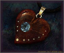 Náhrdelníky - 469. Drevený náhrdelník SRDIENKO - SLIVKA - Aquamarín - 6181391_