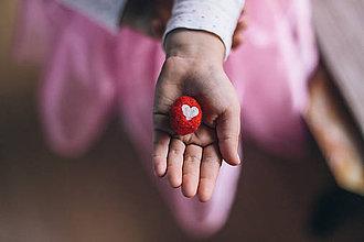 Drobnosti - Oriešok z láskou darovaný - 6192873_
