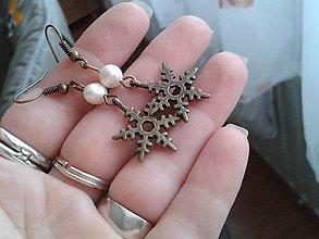 Náušnice - Vločky s bielymi riečnymi perlami - 6203768_