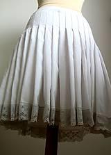 riasená spodnička ako po babičke ku kroju
