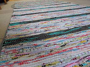 Úžitkový textil - Koberec svetlý s pestrofarebnými pásikmi 187x74cm - 6222922_