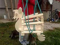 drevená hojdačka- koník