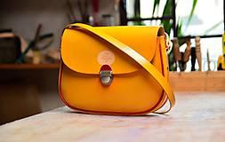 - Kožená kabelka s paspulkou žltá/bordó - 6245093_