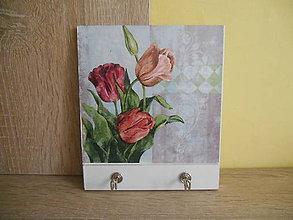 Nábytok - Vešiak malý - s tulipánmi - 6250140_