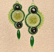 Náušnice - Náušnice vyšívané korálkové  zelené - 6256770_