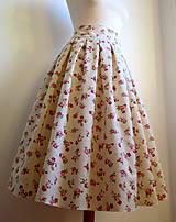 nadýchaná suknička s kvietkami - pod kolená