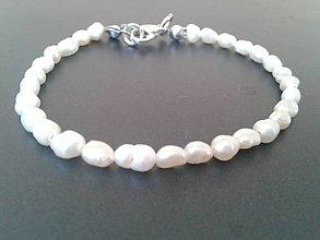 Náramky - Náramok z bielych riečnych perál - 6260207_