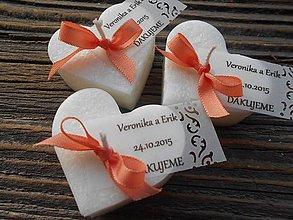 Darčeky pre svadobčanov - svadobné srdiečka s ozdobnou kartičkou 2/ marhuľová stuha - 6260271_