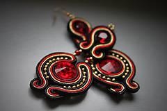 ples v opere - štebotavé elegantné náušnice (červeno-zlaté)