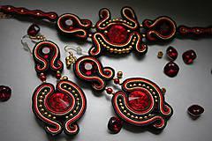 Náušnice - ples v opere - štebotavé elegantné náušnice (červeno-zlaté) - 6267924_