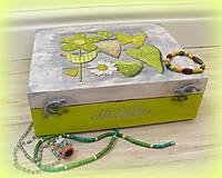 Šperkovnica so zelenymi kvetinkami, s menom :)