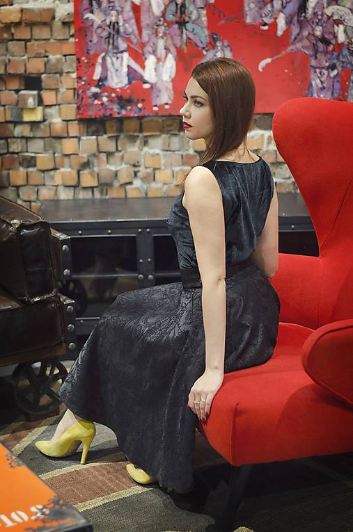 Čierna kruhová sukňa