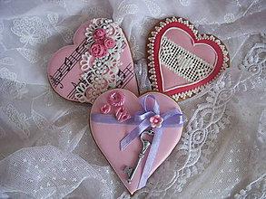 Dekorácie - medovníkové sdrce-zamilovaná pieseň - 6276914_
