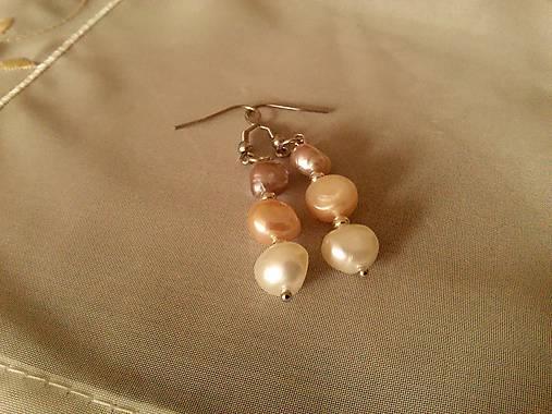 Náušnice z riečnych perál.
