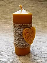 Svietidlá a sviečky - Romantická sviečka so srdiečkom - 6292881_