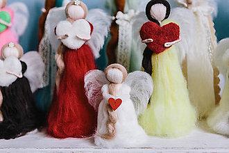Dekorácie - Mini anjelik so srdiečkom - 6297948_