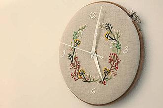 Hodiny - Mishelle, ručne vyšívané nástenné hodiny - 6298183_