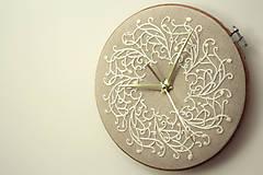 - Royal Family, ručne vyšívané nástenné hodiny - 6304310_