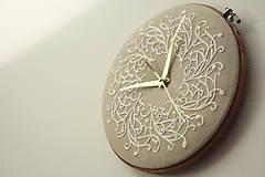 Hodiny - Royal Family, ručne vyšívané nástenné hodiny - 6304311_