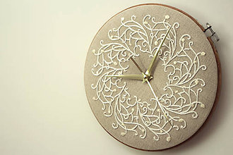 Hodiny - Royal Family, ručne vyšívané nástenné hodiny - 6304310_