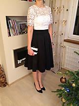 Šaty - Koktejlové šaty so skladanou sukňou z hrubej krajky s rukávom rôzne farby - 6301952_