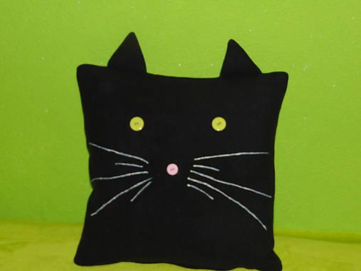 Čierna a šťavnaté mačička