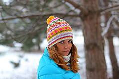 Čiapky, čelenky, klobúky - biela s fareb.vzormi a žltým gongolcom - 6307164_
